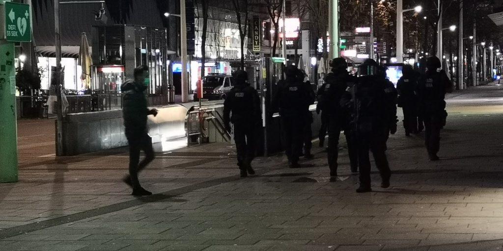 Mărturiile unor români prinși în mijlocul terorii din Viena.