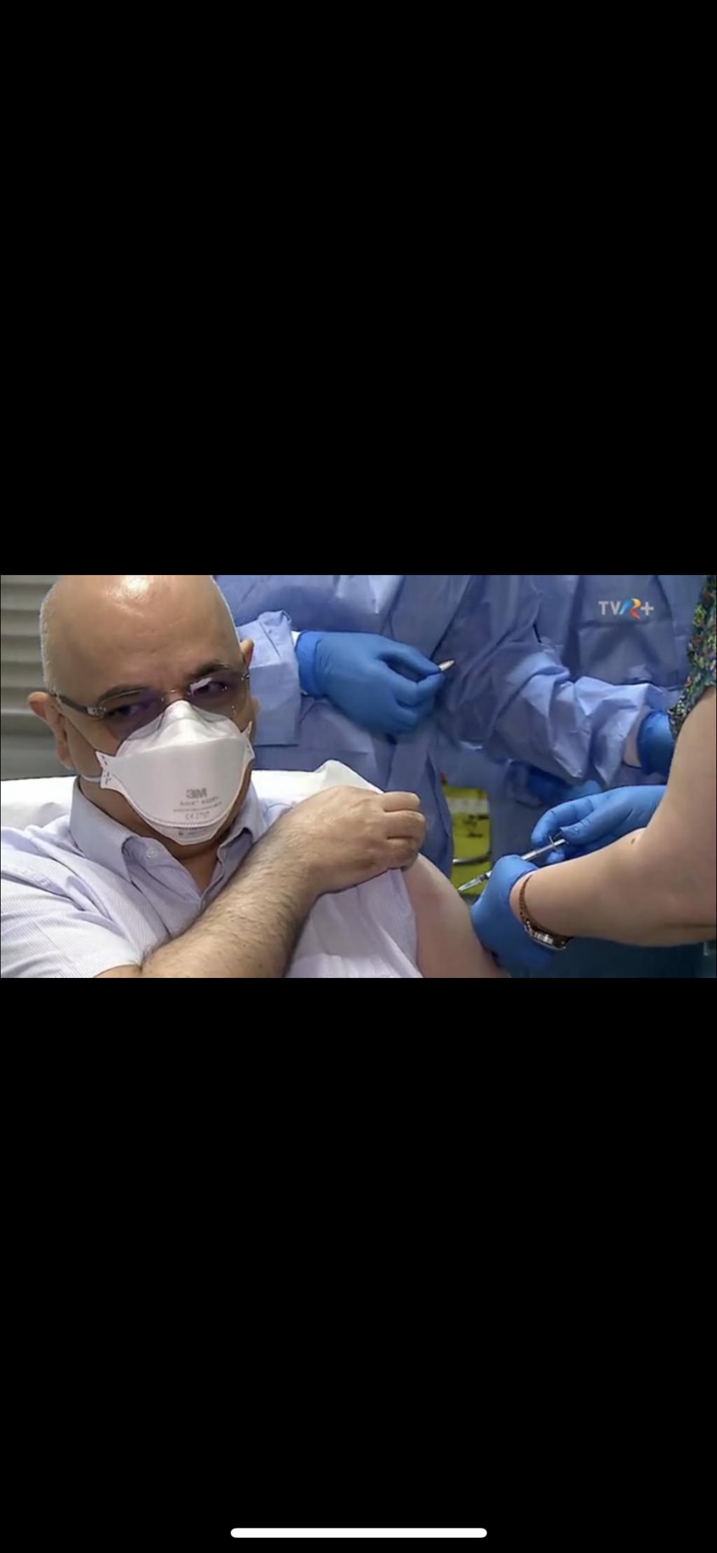 Raed Arafat s-a vaccinat anti-COVID. Cum a reacţionat secretarul de stat