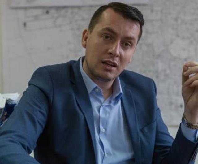 Are 35 de ani!/6.000 €/lună, 8 case, 6 terenuri, 3 mașini pentru Burghiu David Alexandru șeful companiei care lasă Capitala fără apă caldă