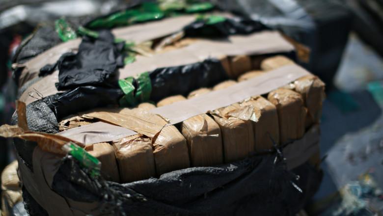 Aproape 28 de tone de cocaină confiscate, după ce poliția a accesat un serviciu criptat de comunicare